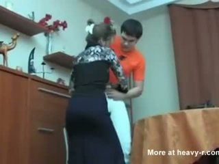 Russe mère surprit son fils masterbating