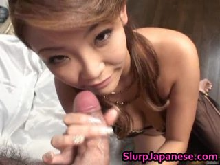 Rui horie lovely asiatisk modell gives irrumation