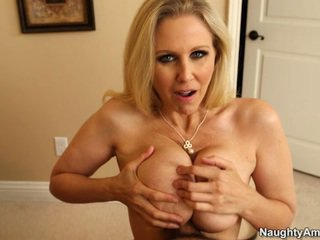 Sleaze blonde géant rack milf julia ann titfucks son sons tuteur