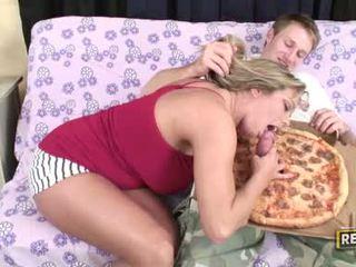 Weenie loving ludder amber lynn bach fills henne fascinating munn med en juicy hardt kuk