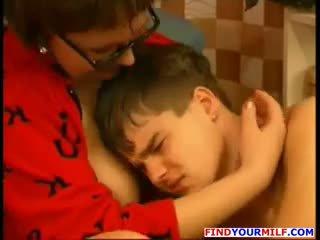 Orosz vadmacska elcsábítás neki tini fiú