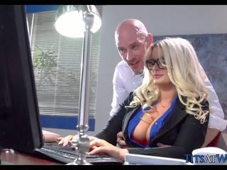 Hubungan intim dengan thick rambut pirang sekretaris, gratis porno 41