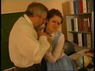 Mokytojas tvirkinti vokiškas lėlė