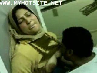 Arab manželka fucked podľa mladý gombík
