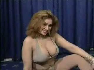 Pakistano bigboobs aunty nuda dance in suo stanza da letto