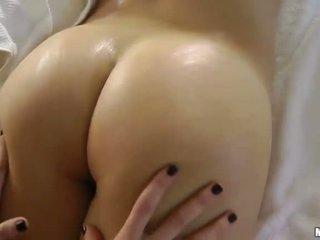 brunetta, massaggio erotico
