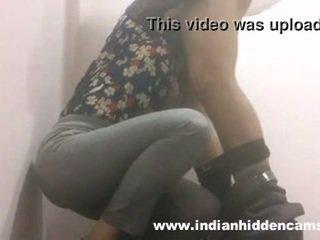 ইন্ডিয়ান তরুণী কঠিন পরিশ্রম মধ্যে restaurant টয়লেট mms indian-sex