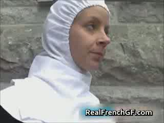 Slutty francesa monja follada fuera porno