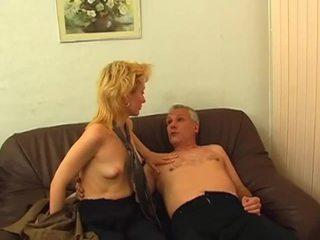 Blondinė gets plaukuotas putė pounded