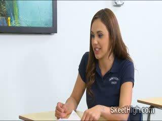 حلو innocent فتاة فتاة sabrina taylor gets ل أفضل درجة في maths بواسطة سخيف