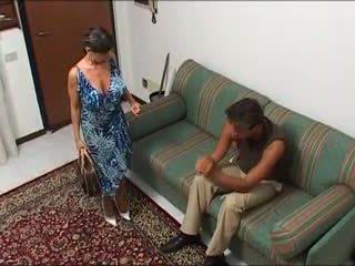 Une maman demonter par zoon mec et zoon fils