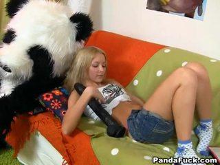 Nackt teen mädchen has strapon sex mit panda bär