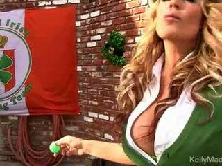 Milf kelly madison lifts jos petticoat už a šūdas outdoors