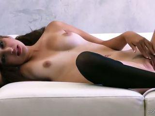 Superb russisch mieze natasha malkova fondles sie schön titties und muschi video