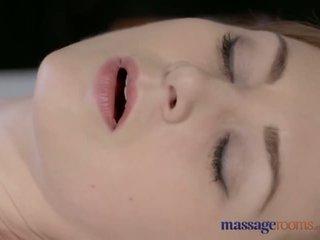 Massasje rooms vakker blek skinned mamma squirts til den veldig første tid - porno video 901