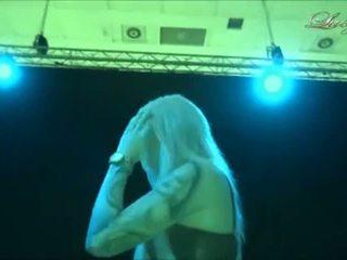Lucy cat - bj en la derrière la scène