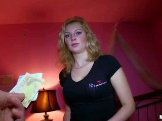 Sexy tjekkisk jente knullet til sum av penger