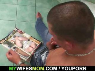 Bystiga momen och son-in-law fångad i badrum