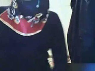 Video - hijab gadis menunjukkan pantat/ punggung pada webcam