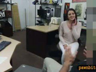 Customers vợ fucked lược qua pervert pawnkeeper trong các phòng cuối