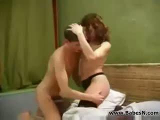 Ryska äldre aunty kön med ung pojke
