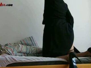 Niqab anala solo på soffa