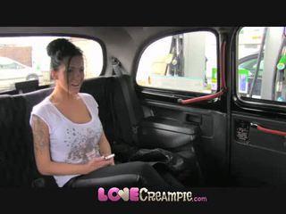 Pažinčių baigimas viduje britiškas kūrva gives fake taxi driver gilus čiulpimas prieš analinis