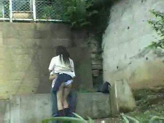 Schoolmeisje having seks in de park