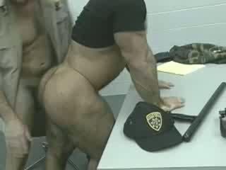 Officers em o loose