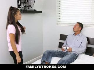 Familystrokes - môj stepsister fucked môj otec a ja