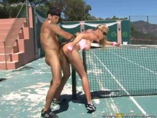 Angelic busty cô gái tóc vàng tenis người chơi fucked lược cứng qua một to con gà trống và getting kiêmshot