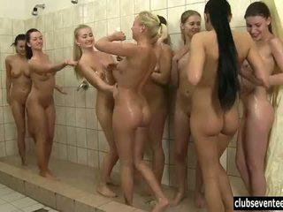 Klubs seventeen: karstās brunete un blondīne babes uz karstās orgija sekss.