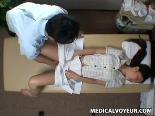 Spycam reluctant manželka seduced podľa masseur