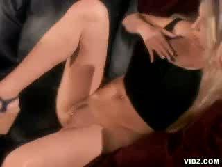 Sexy adescatrice ciera sage su per anale scopata