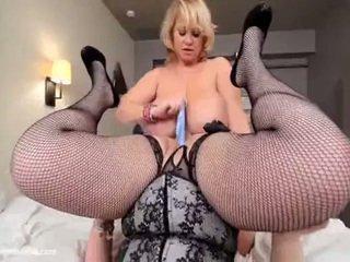 Samantha 38g dominates و fucks amazon skye sinn