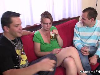 Великий titted зріла loves dicklicking і having веселощі two приватне parts