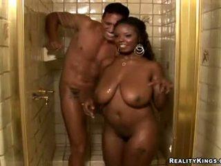 Stacy adams getting zuigen slecht op groot lul in de douche