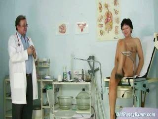 แก่กว่า donna eva visits gyno หมอ ไปยัง มี gyno examined
