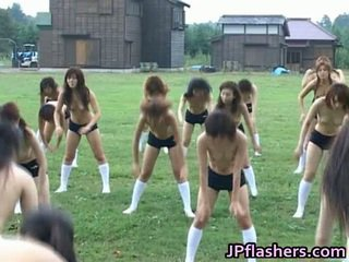 Asiatisk halv naken academy exposes