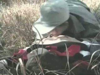 Innocent flicka gets körd utomhus video-