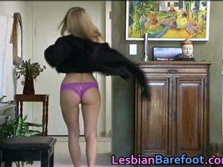 Sensuous lesbiennes baise autour gode