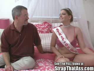 Robbie gets a gaping ろくでなし から ザ· ストラップオン 王女 aka: candi apple