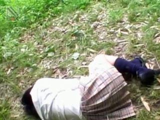 Fragile ázsiai diáklány getting brutally szar szabadban