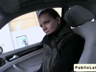 Μαθητής/ρια gives τσιμπούκι σε fake taxi σε δημόσιο