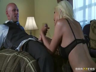Falas i madh gji bjonde në e egër seks veprim