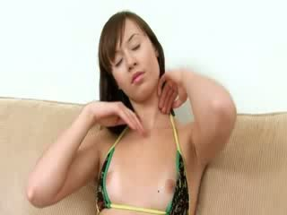 Kiva tipu evelina using fingers