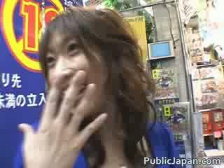 Hinano incroyable jap poulette est baisée
