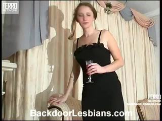 Joanna dhe irene e ndyrë anale lezbo episode