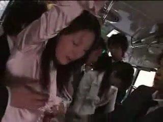 Japanilainen tyttö pakko- päällä juna