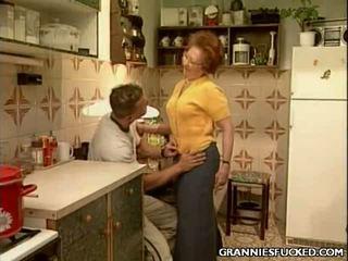 Grannies pakliuvom brings jūs kietas seksas seksas mov